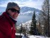 Gipfelrast mit Schneeberg im Hintergrund