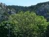 Überblick über den gesamten Steig: Rampe, Grat, ausgesetzte Querung, Turm.